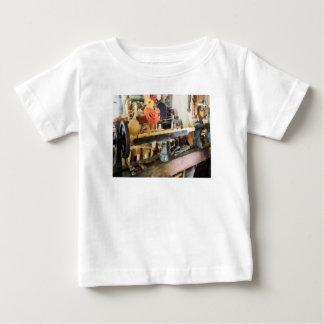 Torno en la tienda de madera camisas