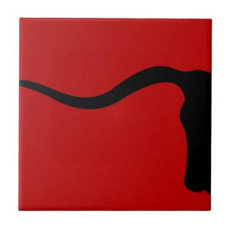 Toro negro en rojo azulejo cuadrado pequeño