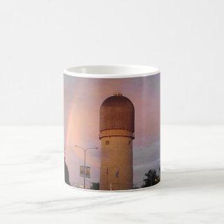 Torre de agua de Ypsilanti Taza Básica Blanca