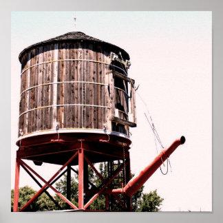 Torre de agua del ferrocarril en los corrales póster