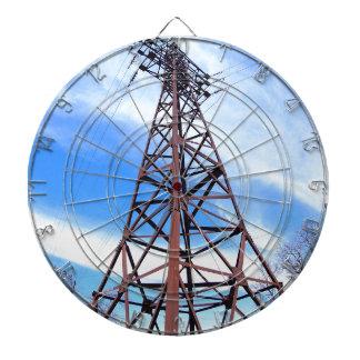 Torre de alto voltaje con los alambres