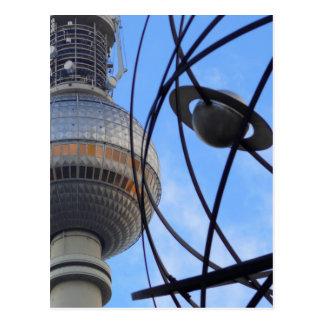 """Torre de BERLÍN TV con el detalle del """"reloj de Postal"""