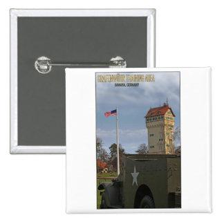 Torre de Grafenwöhr y bandera americana Pin Cuadrada 5 Cm