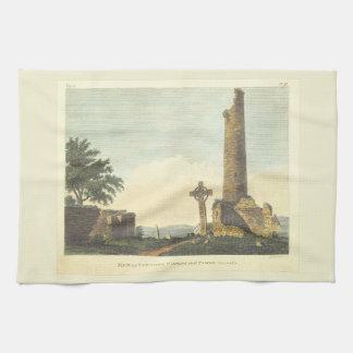 Torre de iglesia de Monasterboice Co Louth Irlanda Toalla De Cocina