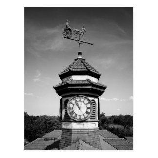 Torre de la paleta y de reloj de tiempo del postal