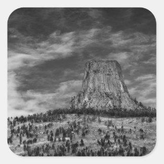 Torre de los diablos en Wyoming blanco y negro Pegatina Cuadrada