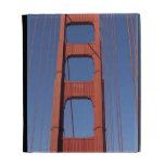 Torre de puente Golden Gate contra el cielo azul