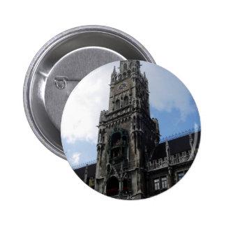Torre de reloj de Munich Marienplatz Pin Redondo 5 Cm