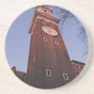 Torre de reloj en la iglesia de Santi Apostoli en Posavasos Manualidades
