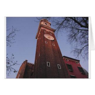 Torre de reloj en la iglesia de Santi Apostoli en Tarjeta De Felicitación