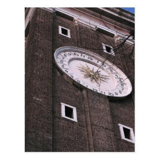 Torre de reloj en la iglesia de Santi Apostoli en Postal