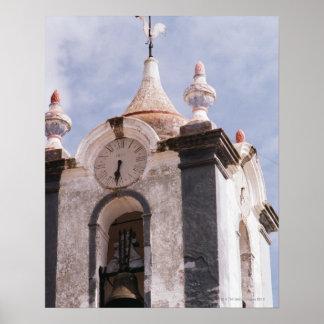 Torre de reloj resistida, pasada de moda, Portugal Impresiones