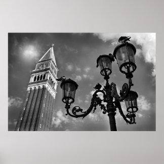 Torre de Venecia San Marco y luz de calle Póster