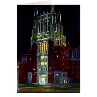 Torre del hospital de Iowa City Iowa en la noche Felicitacion