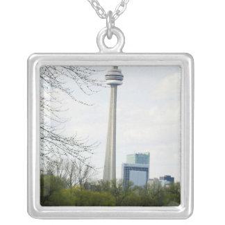 Torre del NC de Toronto del AMOR Colgante Cuadrado