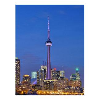 Torre del NC iluminada en la noche en Toronto Cana Tarjeta Postal