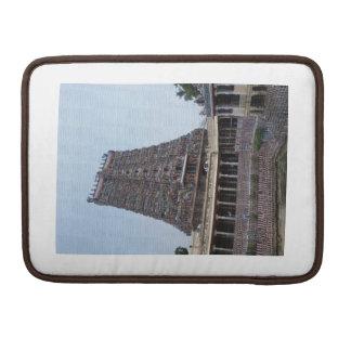 Torre del templo de Madurai Funda Para Macbook Pro