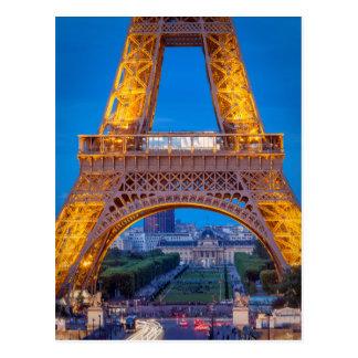 Torre Eiffel con Ecole Militaire más allá Postales