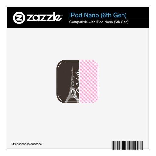 Torre Eiffel de Brown y tela escocesa rosada iPod Nano 6G Skin