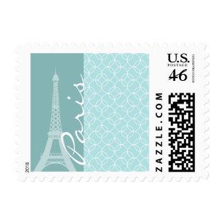Torre Eiffel de los azules cielos París