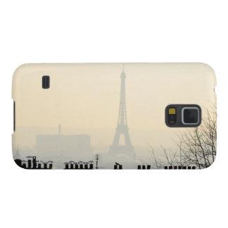 Torre Eiffel de París Francia en un día de niebla Carcasa Galaxy S5
