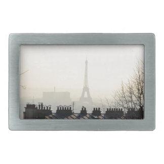 Torre Eiffel de París Francia en un día de niebla Hebillas Cinturón Rectangulares
