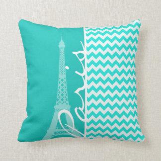 Torre Eiffel en el color Chevron de la aguamarina Cojín Decorativo