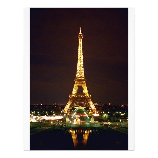 "Torre Eiffel en la noche - color Folleto 8.5"" X 11"""