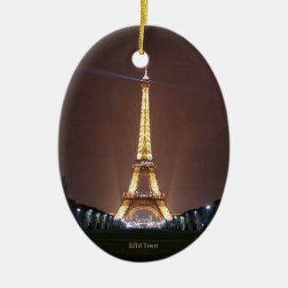 Torre Eiffel en la noche Adorno Ovalado De Cerámica