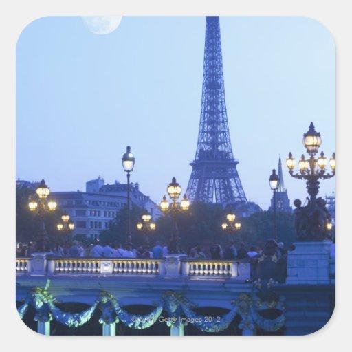 Torre Eiffel en la oscuridad con salida de la luna Calcomania Cuadradas