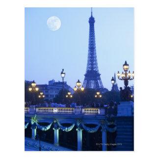 Torre Eiffel en la oscuridad con salida de la luna Postales