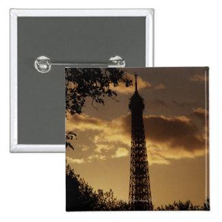 Torre Eiffel en la puesta del sol, París, Francia Pin Cuadrada 5 Cm