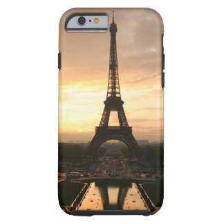 Torre Eiffel en la salida del sol del Trocadero Funda De iPhone 6 Tough