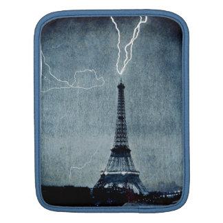 Torre Eiffel París Francia - rayo 1902 Fundas Para iPads