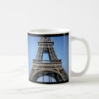 Torre Eiffel romántica hermosa París Taza Básica Blanca