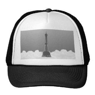 Torre Eiffel romántica que flota en nube Gorra