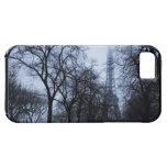 Torre Eiffel y árboles, París, Francia iPhone 5 Case-Mate Carcasa
