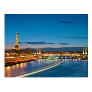 Torre Eiffel y Pont Alejandro III en la noche Tarjetas Postales