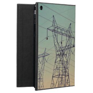 torre eléctrica del transmisor bajo crepúsculo