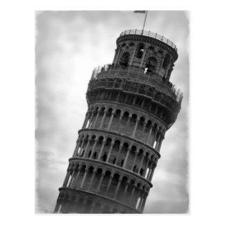Torre inclinada negra y blanca de la postal de