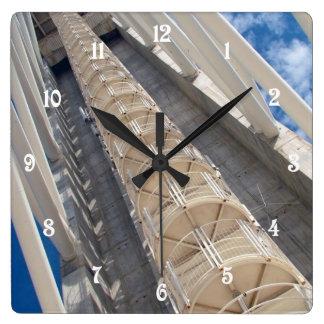 Torre moderna reloj cuadrado