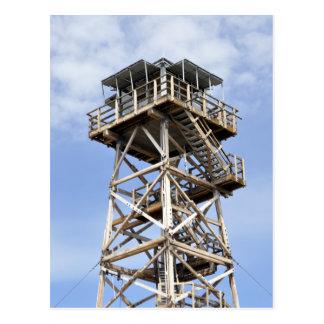 Torre negra del puesto de observación de la mota postales