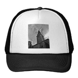 Torre terminal en blanco y negro gorras