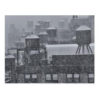 Torres de agua de NYC durante tormenta anormal de  Tarjeta Postal