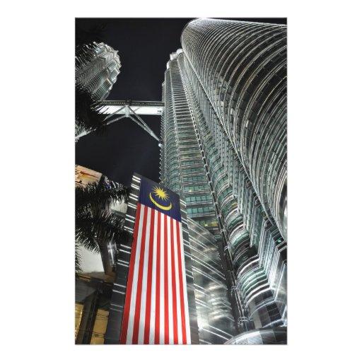 Torres de Petronas en la noche Tarjeta Publicitaria