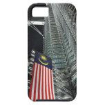 Torres de Petronas en la noche Malasia iPhone 5 Carcasas