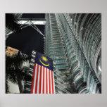 Torres de Petronas en la noche Poster