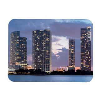 Torres del condominio en la costa en Miami Imanes Rectangulares