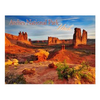 Torres del tribunal en los arcos parque nacional,  postal