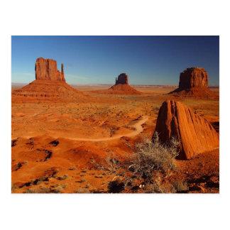 Torres del valle del monumento tarjeta postal